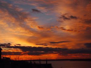 Csodás naplemente a tónál - Velencei-tó Szállás Ajánlatok